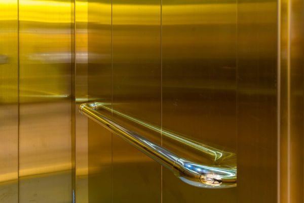 Habillage ascenseur cabine dorée ACAF