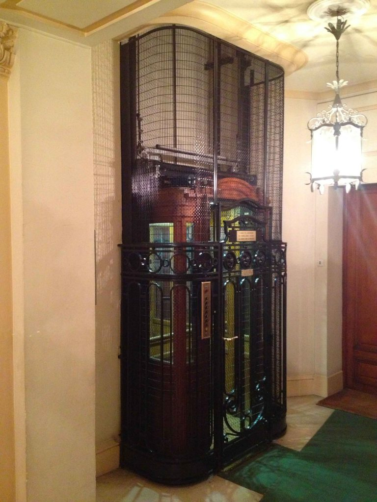 ascenseur-cabine-bois-acaf